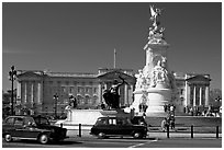 Victoria memorial and Buckingham Palace, mid-morning. London, England, United Kingdom (black and white)