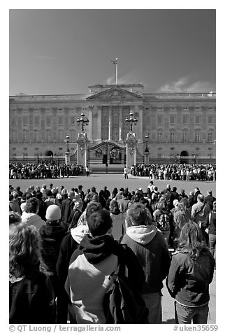 Tourists waiting for the changing of the guard in front of Buckingham Palace. London, England, United Kingdom