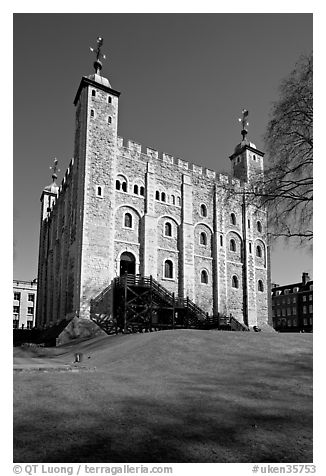 White Tower and lawn, the Tower of London. London, England, United Kingdom (black and white)