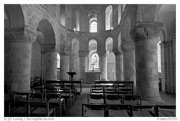 Norman-style chapel of St John the Evangelist, here the royal family worshipped, Tower of London. London, England, United Kingdom (black and white)