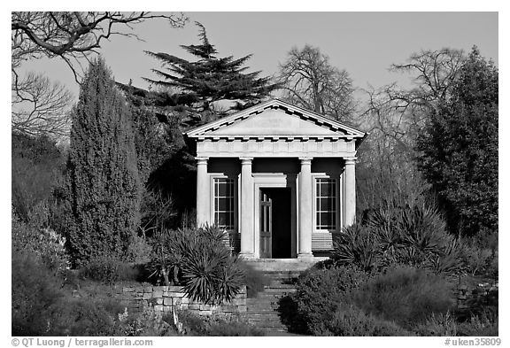 King William's temple, late afternoon. Kew Royal Botanical Gardens,  London, England, United Kingdom (black and white)