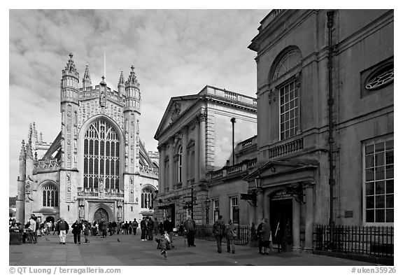 Abbey and Roman Bath. Bath, Somerset, England, United Kingdom (black and white)