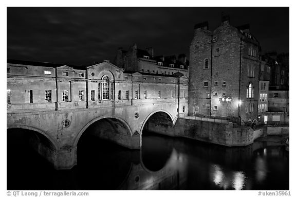 Pulteney Bridge, designed by Robert Adam, at night. Bath, Somerset, England, United Kingdom (black and white)