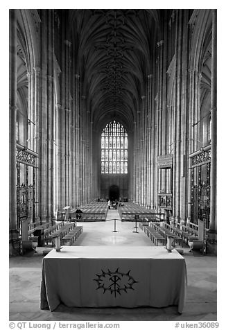 Altar, soaring arches of the Nave, and stained glass, Canterbury Cathedral. Canterbury,  Kent, England, United Kingdom (black and white)