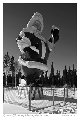 Santa Claus statue surrounded by barbed wire. North Pole, Alaska, USA (black and white)