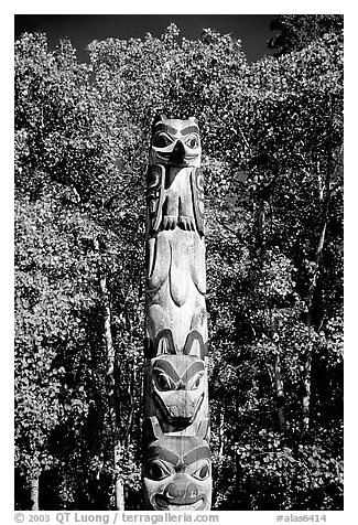 Totem pole, University of Alaska. Alaska, USA (black and white)