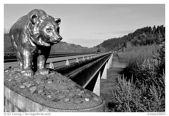 Golden bear adorning bridge over the Klamath River. California, USA (black and white)