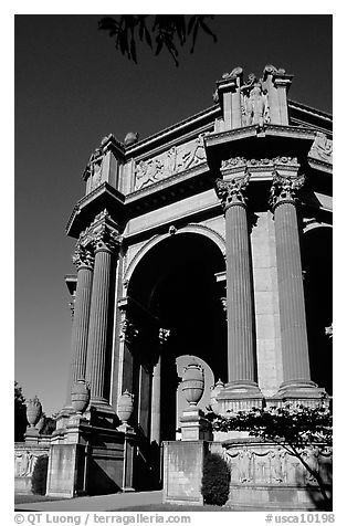 Rotunda of the Palace of Fine Arts, afternoon. San Francisco, California, USA (black and white)