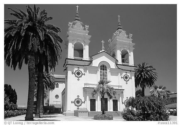 Portuguese Cathedral, mid-day. San Jose, California, USA (black and white)