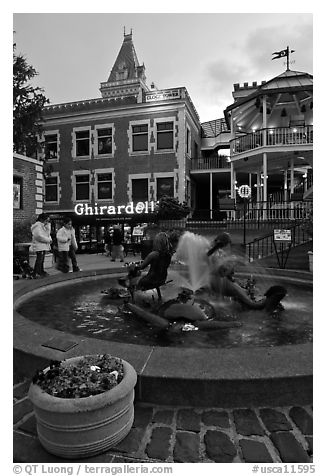 Fountain at dusk, Ghirardelli Square. San Francisco, California, USA (black and white)