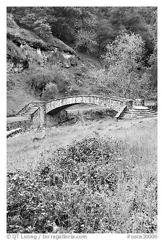 Stone bridge, Alum Rock Park. San Jose, California, USA