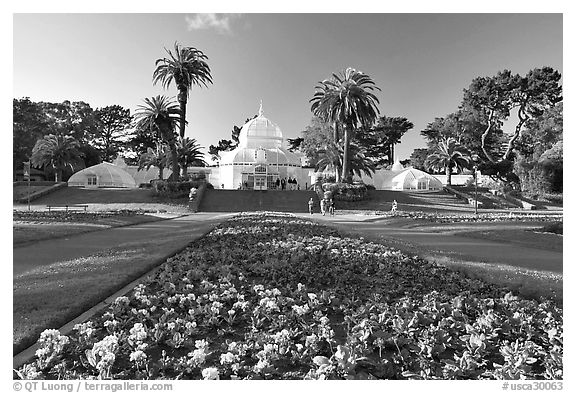 Flower bed and Conservatory of the Flowers, late afternoon, Golden Gate Park. San Francisco, California, USA (black and white)