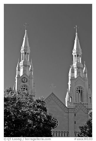 Towers of St Peter and Paul Church, 1922-1939, Washington Square, late afternoon. San Francisco, California, USA (black and white)