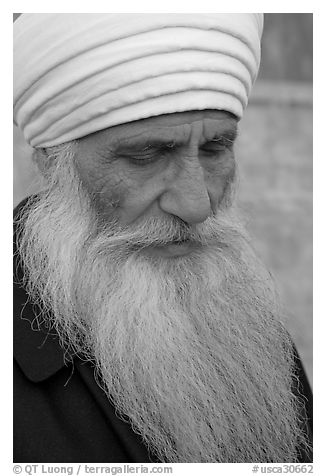 Sikh priest, Sikh Gurdwara Temple. San Jose, California, USA