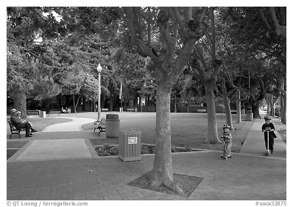 Children and parents, Freemont Park. Menlo Park,  California, USA (black and white)