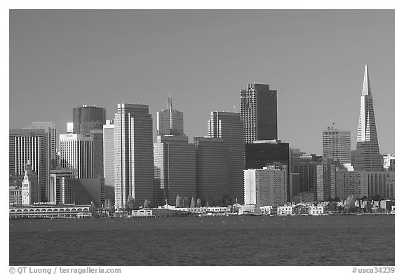 Embarcardero and skyline seen from Treasure Island, early morning. San Francisco, California, USA (black and white)