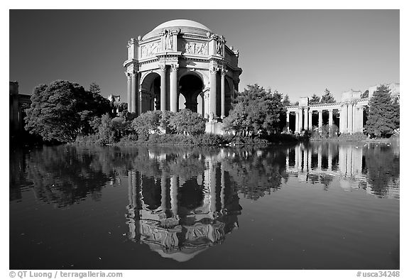 Palace of Fine Arts reflected in lagoon, morning. San Francisco, California, USA (black and white)