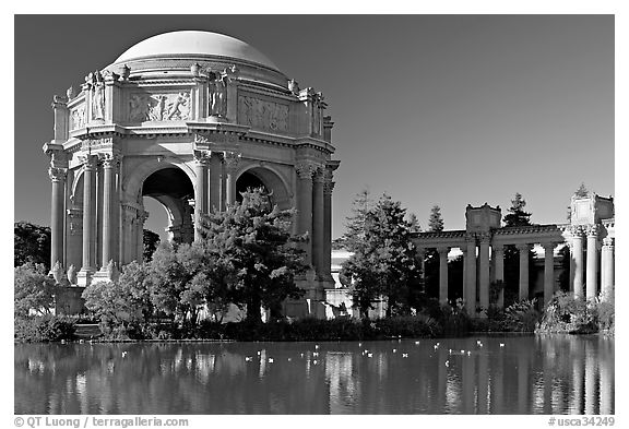 Rotunda and colonades, Palace of Fine Arts, morning. San Francisco, California, USA
