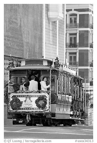 Cable-car. San Francisco, California, USA (black and white)