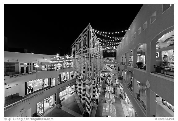 Westfield Shoppingtown Horton Plaza, designed by Jon Jerde. San Diego, California, USA (black and white)