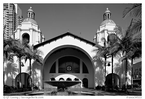 Santa Fe Depot railroad station, constructed for the 1915 Panama-California exhibition. San Diego, California, USA (black and white)