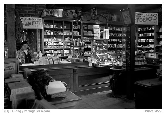 Black and white picture photo tobacco shop old town san diego california usa