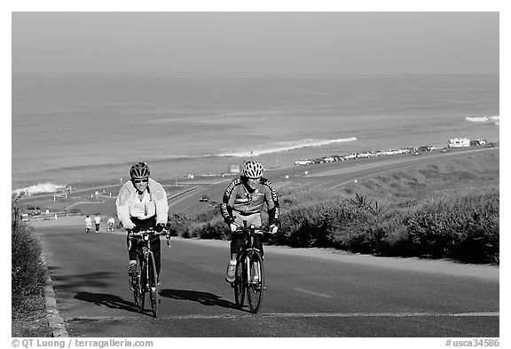 Bicyclists and ocean, Torrey Pines State Preserve. La Jolla, San Diego, California, USA (black and white)