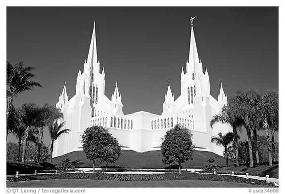 Mormon temple. San Diego, California, USA (black and white)
