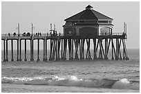 Surf and Huntington Pier, late afternoon. Huntington Beach, Orange County, California, USA (black and white)
