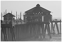 Huntington Pier, late afternoon. Huntington Beach, Orange County, California, USA (black and white)