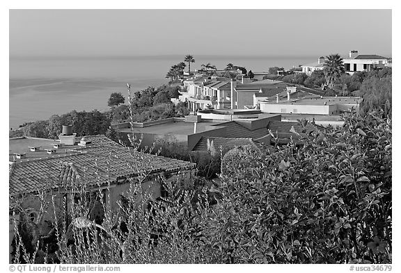 Hillside Houses overlooking the Pacific. Laguna Beach, Orange County, California, USA (black and white)