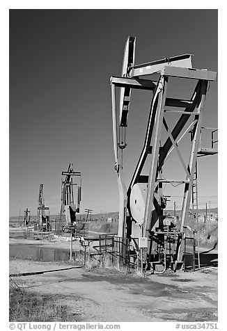 Oil pumping machines, San Ardo Oil Field. California, USA
