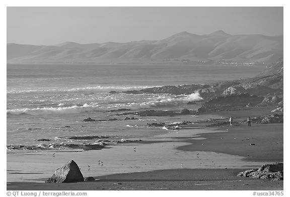 Cayucos State Beach, late afternoon. Morro Bay, USA (black and white)