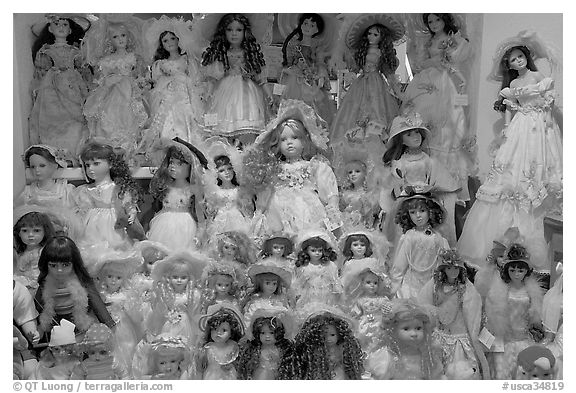 Danish dolls at Andersen gift shop. California, USA (black and white)