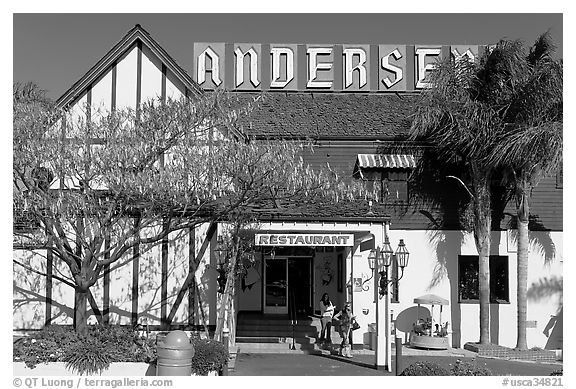 The original Andersen pea soup restaurant. California, USA (black and white)