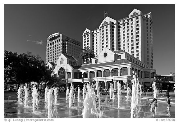 Fountain on Plaza de Cesar Chavez and Fairmont Hotel. San Jose, California, USA