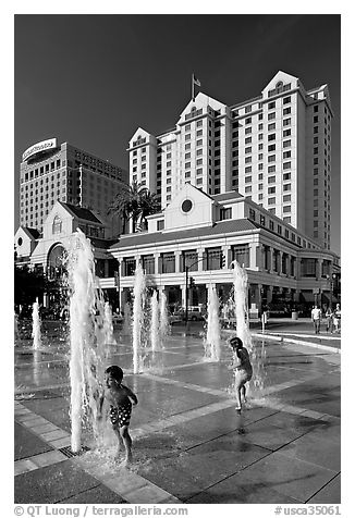 Children, fountain, Plaza de Cesar Chavez  and Fairmont Hotel. San Jose, California, USA (black and white)