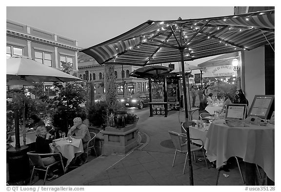 Restaurant dining on outdoor tables, Castro Street, Mountain View. California, USA (black and white)