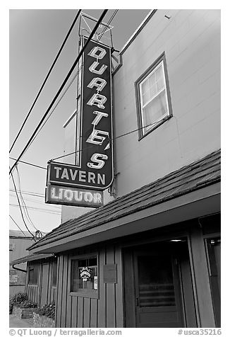 Duarte Tavern at dusk, Pescadero. San Mateo County, California, USA (black and white)
