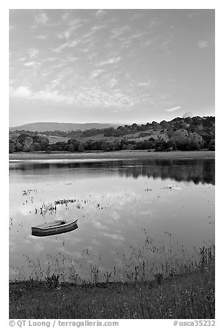 Lake Lagunata with the Dish in background. Stanford University, California, USA (black and white)