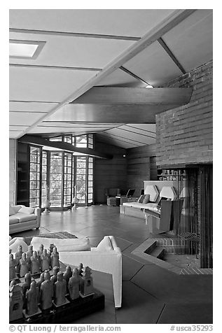 Living room and fireplace, Hanna House. Stanford University, California, USA (black and white)