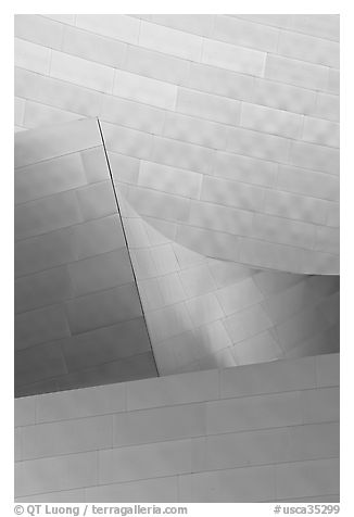 Facade detail, Walt Disney Concert Hall. Los Angeles, California, USA (black and white)