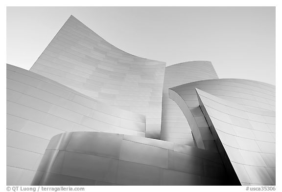 Stainless steel surfaces of the Gehry designed Walt Disney Concert Hall. Los Angeles, California, USA