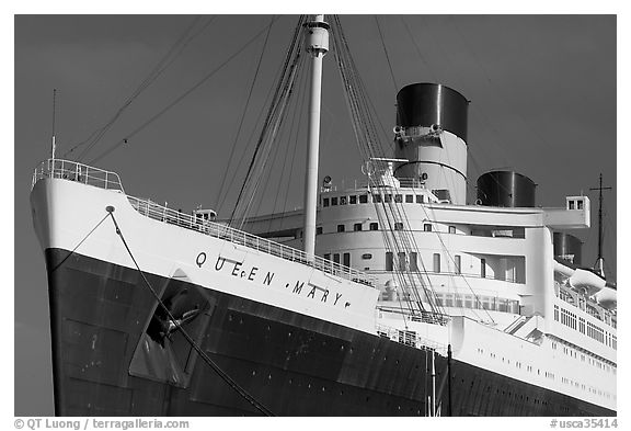 Queen Mary ocean liner. Long Beach, Los Angeles, California, USA (black and white)