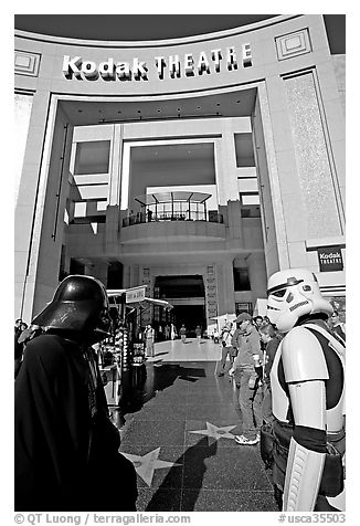 People dressed as Star Wars characters in front of the Kodak Theater, home of the Academy Awards. Hollywood, Los Angeles, California, USA (black and white)