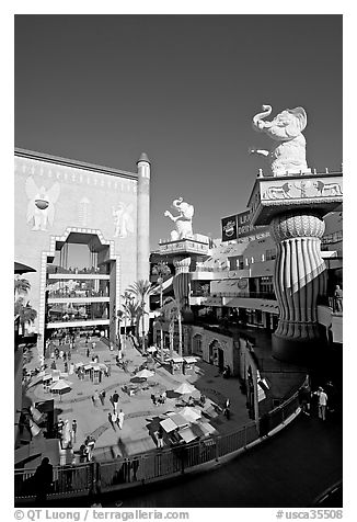 Hollywood and Highland shopping and entertainment complex. Hollywood, Los Angeles, California, USA (black and white)
