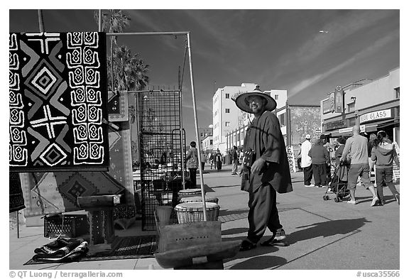 Man selling crafts on Venice Boardwalk. Venice, Los Angeles, California, USA (black and white)