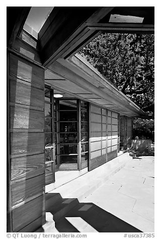 Dining room exterior, Hanna House. Stanford University, California, USA (black and white)