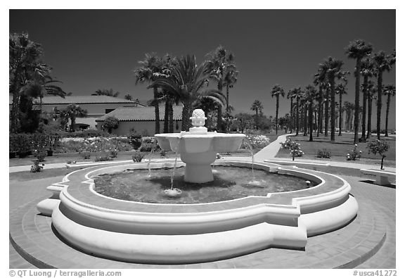 Fountain and palm trees. Santa Barbara, California, USA (black and white)