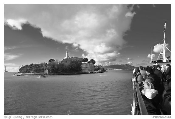 Approaching Alcatraz on tour boat. San Francisco, California, USA (black and white)